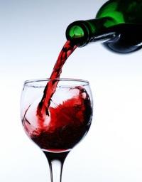 Красное полусладкое вино