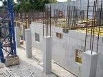 Монолитные стены...  Отделку (штукатурку) монолитных стен можно выполнять не ранее чем через три-четыре недели после...