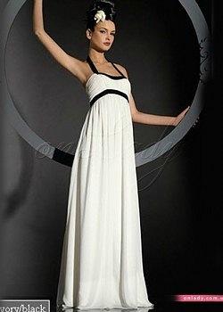 Очаровательное длинное платье.