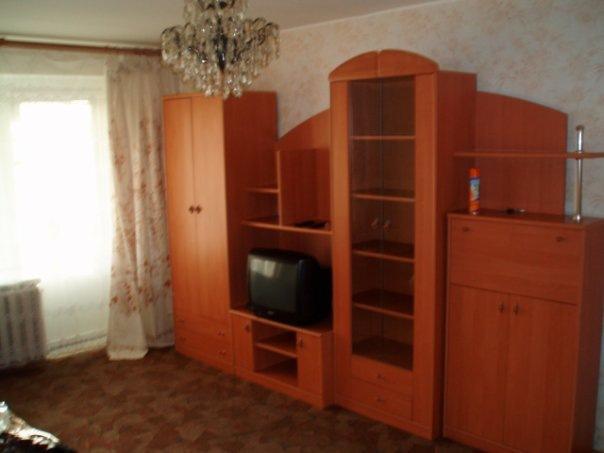 3/16 этаж, кирпичный дом, домофон, комната 18м., кухня 10м., сан/узел раздельный в кафеле, мебель, холодильник,...