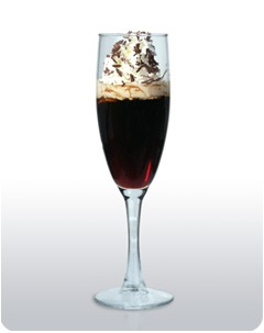 30 мл водки 23 мл кофейного...  В шейкере со льдом смешать водку, ликеры.