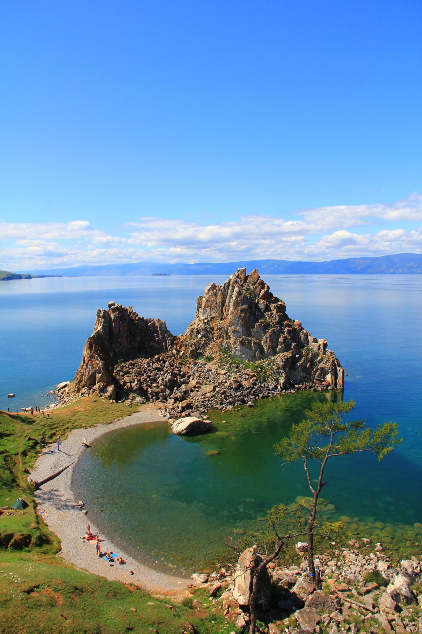 Мы провели на острове пять дней, доехали до мыса хобой, съездили на озеро шара-нур, единственное озеро на острове