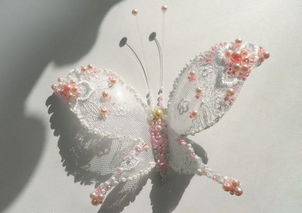 Бабочка Для выполнения нашей декоративной бабочки из пластиковой бутылки нам понадобятся достаточно простые материалы...