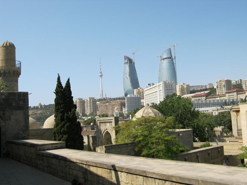вид из крепости Баку на высотные здания