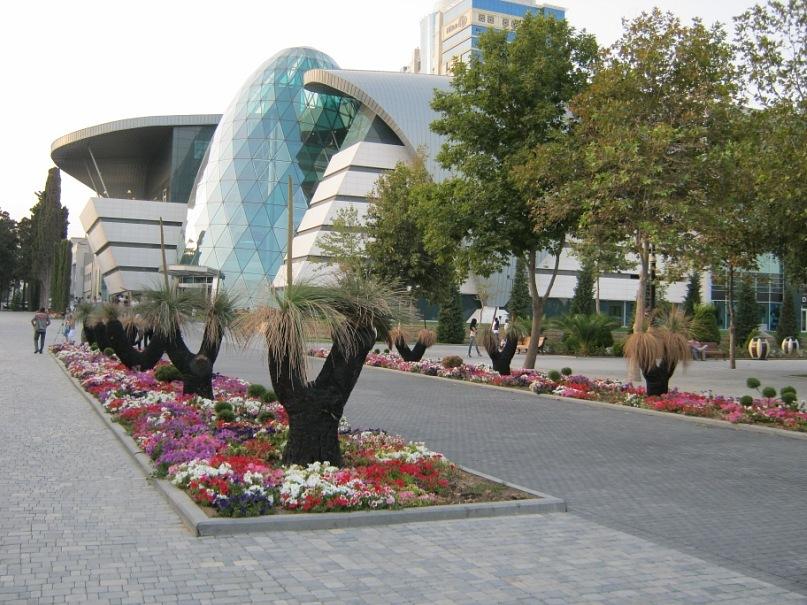 В Баку на приморском бульваре