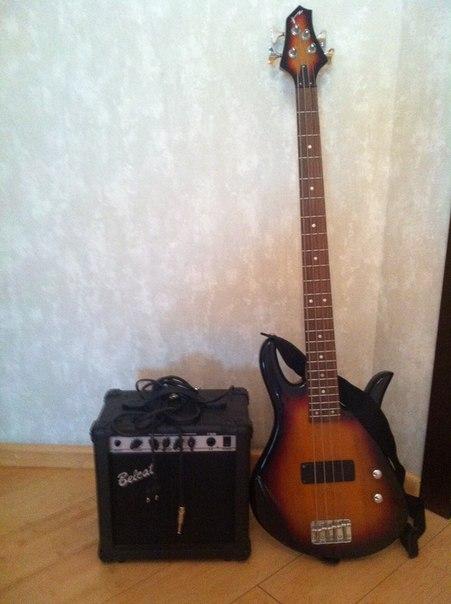 Продам бас гитару с усилителем.