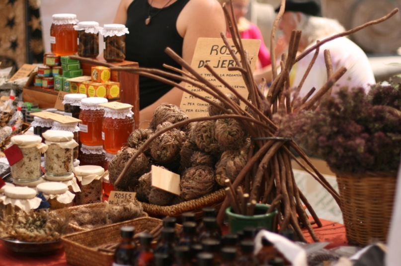 honey and herbs on fair of the earth barcelona