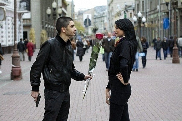 Бандит и девушка фото