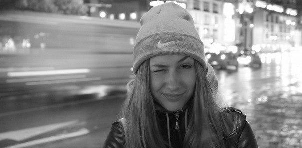 фото красивых девушек в шапке найк #10