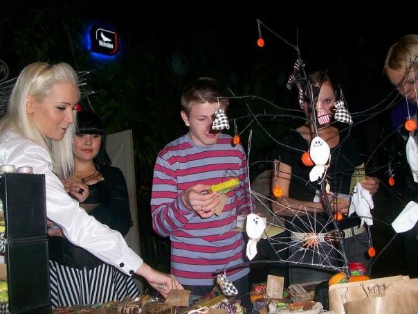 """Фотоотчет с выставки """"Рыжая ворона. Хеллоуин по-русски 2010"""" 16 октября X_582741bd"""