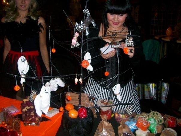 """Фотоотчет с выставки """"Рыжая ворона. Хеллоуин по-русски 2010"""" 16 октября X_df218e91"""