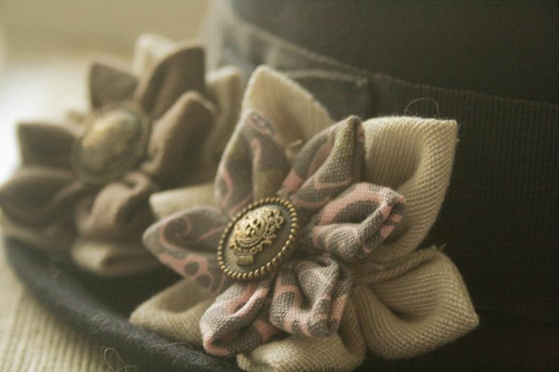 Цветы броши из ткани своими руками для начинающих пошагово