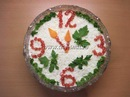 ...и зелени, легкие новогодние салаты и закуски, украшавшие новогодний...
