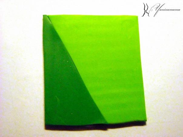 берем светло-зеленую и темно-зеленую глину.