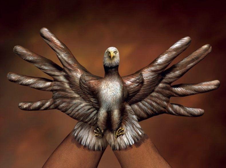 красивый орел сделанный руками художника