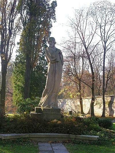 Эконом памятник с резным крестиком в углу Болотное купить памятник на могилу в тюмени из мрамора