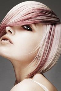 Хорошо смотрится мелирование на короткие темные волосы, а вот на светлые волосы рекомендуется сочетать несколько...