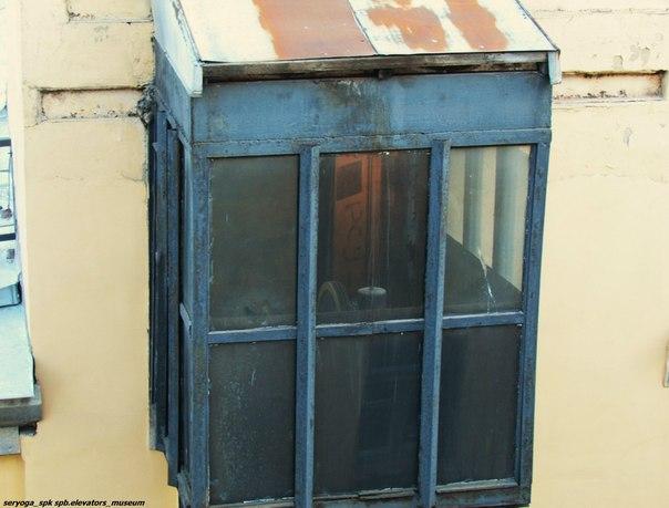 Лифт, который живёт на стенке.