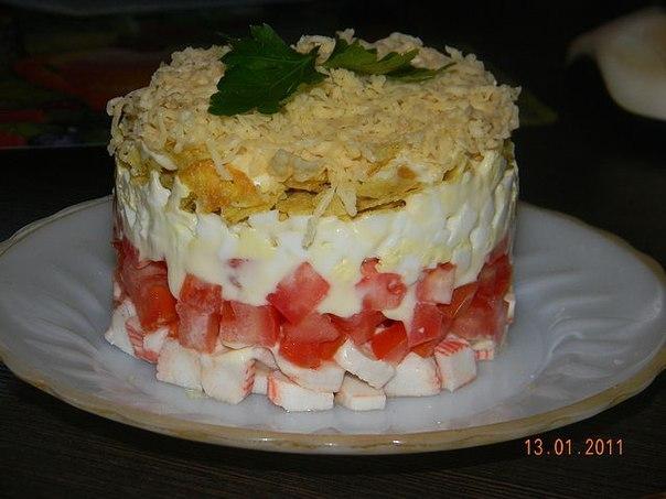 салат с помидор и крабовых палочек с фото