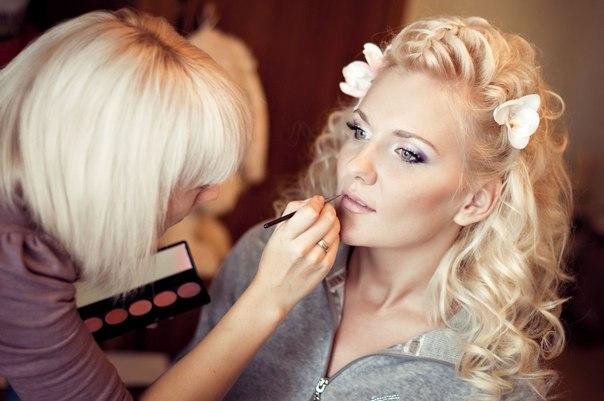 Где сделать прическу и макияж на вечер135