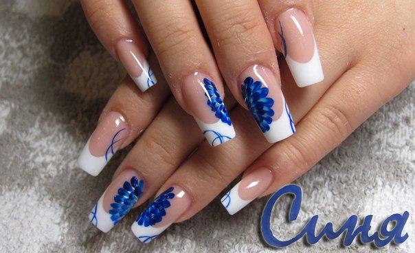 Дизайн ногте бело-синий
