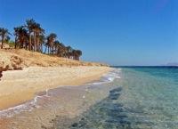 По данным многих официальных источников совсем недавно в Красном море была опрокинута баржа с