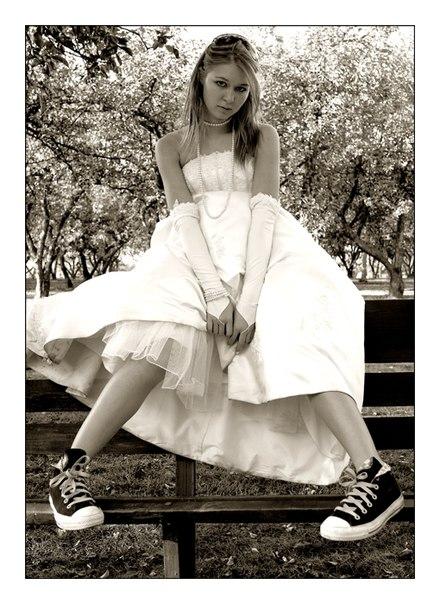 """Оригинал - Схема вышивки  """"Невеста в кедах """" - Схемы автора  """"Lizka98 """" - Вышивка крестом."""