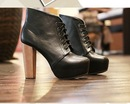 Модные туфли чёрного цвета на высоком каблуке фото.