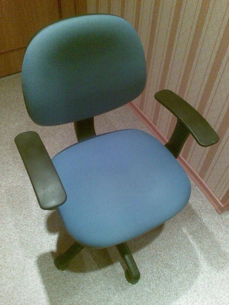 Смазываем офисный стул