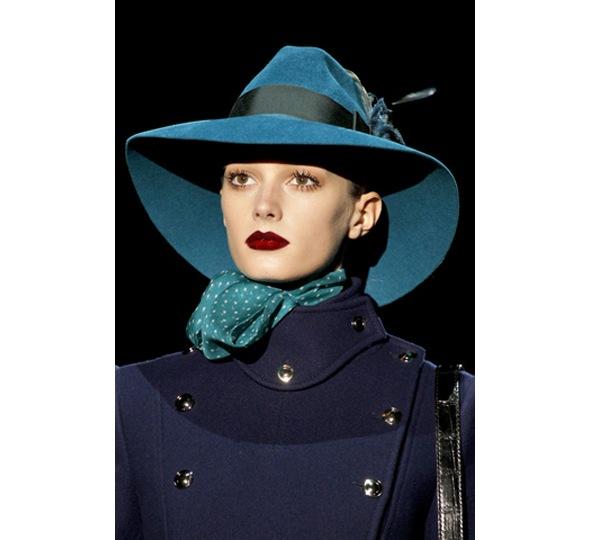 Бирюзовая шляпа Gucci.