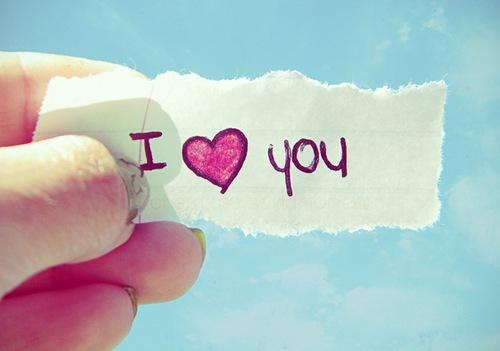 Любовь - это когда слышала его голос всего три минуты, а улыбка на лице уже второй час..