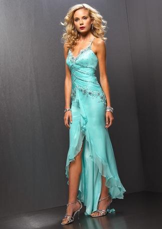 Лиф украшен вставками из кружева и... вечернее платье.  Красивое.