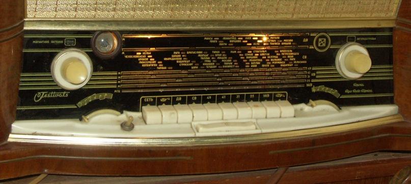 Радиоприемник имеет проводной