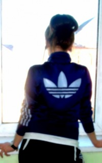 Фото девушек со спины в адидасе на аву