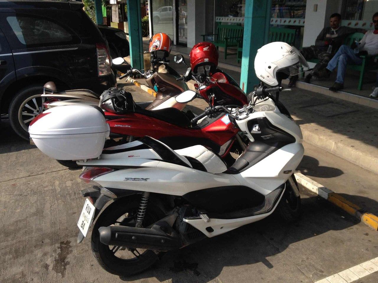 3 Honda Pcx и ISUZU MU-7