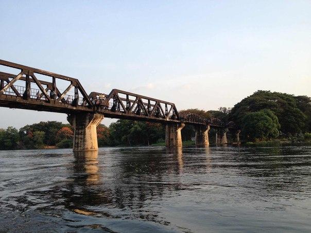 Мост через реку Квай днем