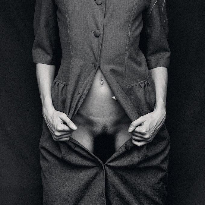 Ян Хронски (Ján Hronský) - эротический и фэшн фотограф из Чехии. Известен своими смелыми и озорными работами в жанре ню. Живет и работает в Праге.