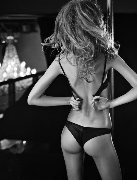 фото девушек со спины в домашних условиях в красивом белье