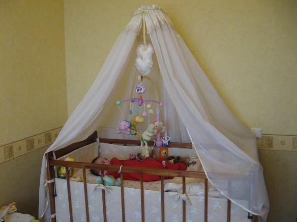 Вязаный балдахин на детскую кроватку