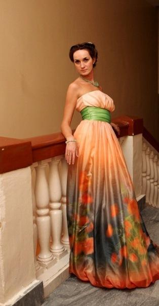 Правильно подобранное свадебное цветное платье приведет в восторг всех...