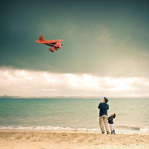 «Теперь, когда мы уже научились летать по воздуху как птицы, плавать под водой как рыбы, нам не хватает одного - научиться жить на земле как люди». (Б.Шоу)