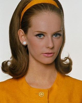 Прическа в стиле конца 60-х годов для молодых женщин с очень тонкими...