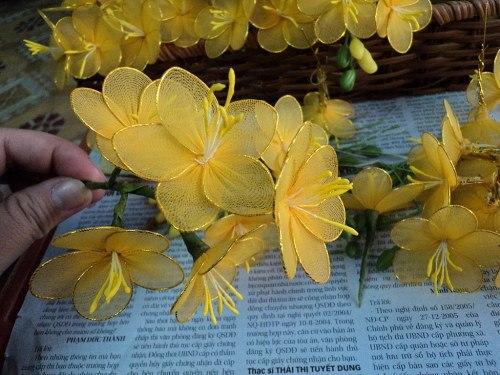 >Цветы из капрона или шифона.