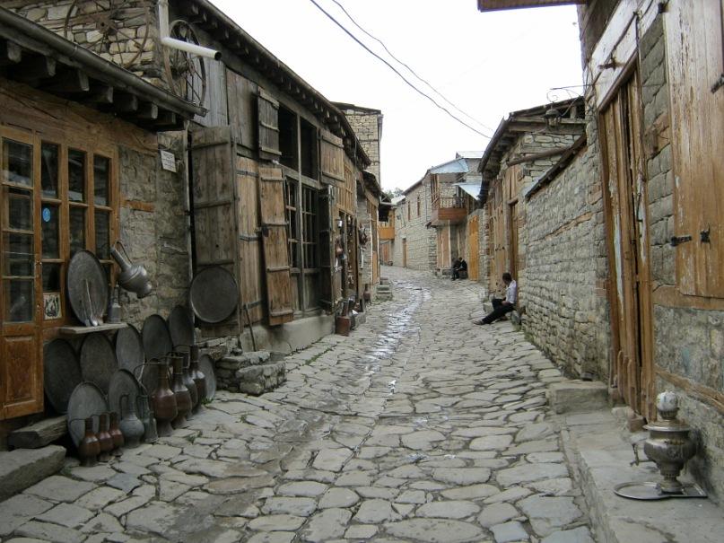Старинная улица села Лахич (Азербайджан)