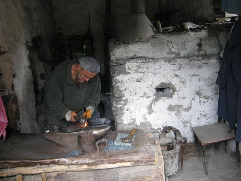 Кузнец в селе Лахич (Азербайджан)