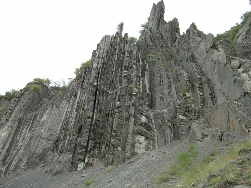 Красивое ущелье около села Лахидж (Азербайджан)