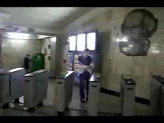Как пройти в метро нахаляву(турникеты старые)