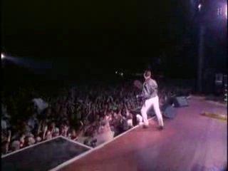 Выступление Depeche Mode в 1988 году,на стадионе Rose Bowl,перед 60 тыс. фанатами в США(песня Behind The Wheel)