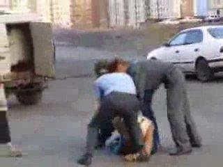 Драка милиции с задержанными(