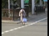 Бабушка переходит дорогу!